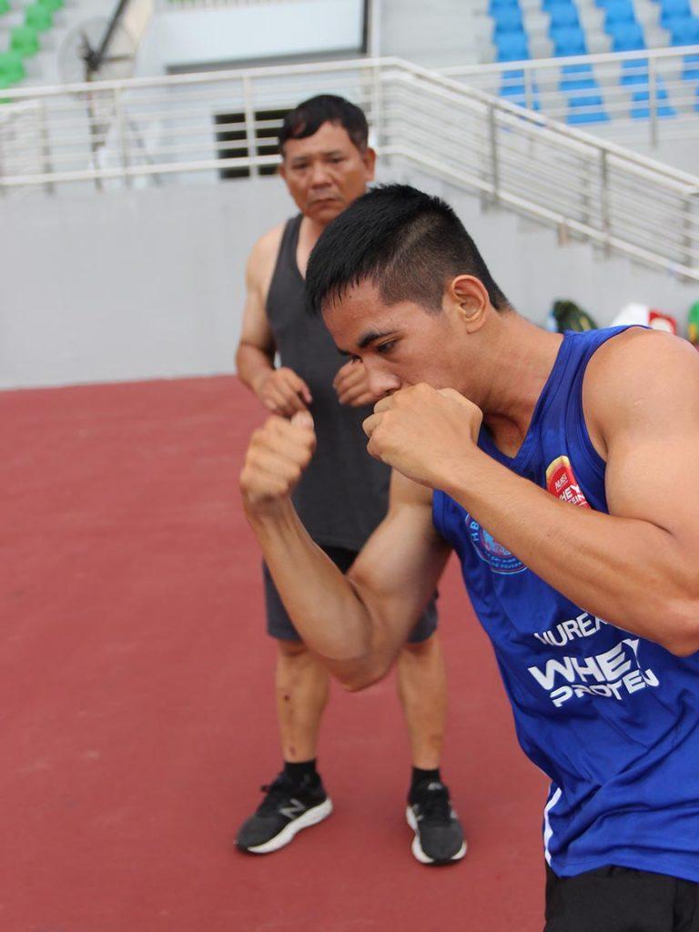 Tập đòn móc boxing Uppercut