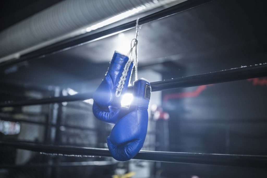 Ảnh găng tay boxing và sàn đài đẹp