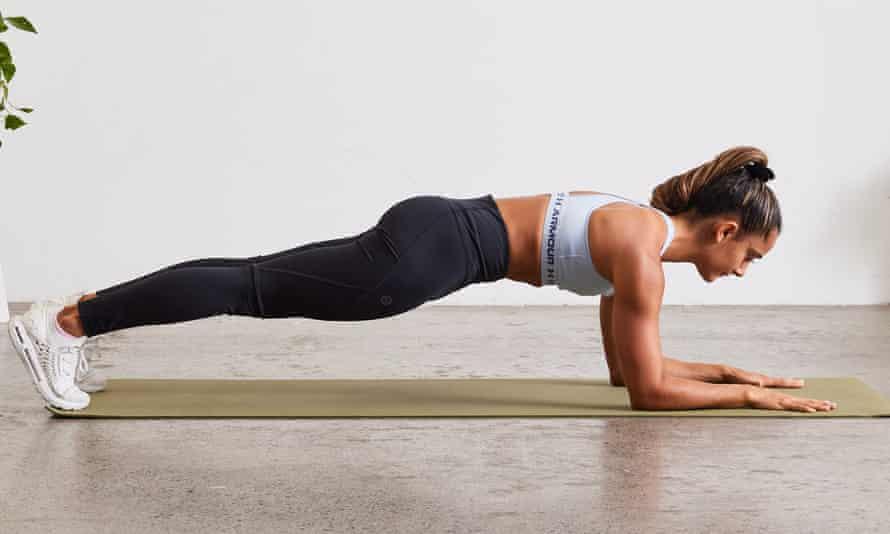 Tư thế plank cơ bản giúp giảm đau lưng dưới