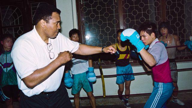 Ảnh Muhammad Ali dạy boxing ở Việt Nam